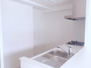 新築マンションのシステムキッチン