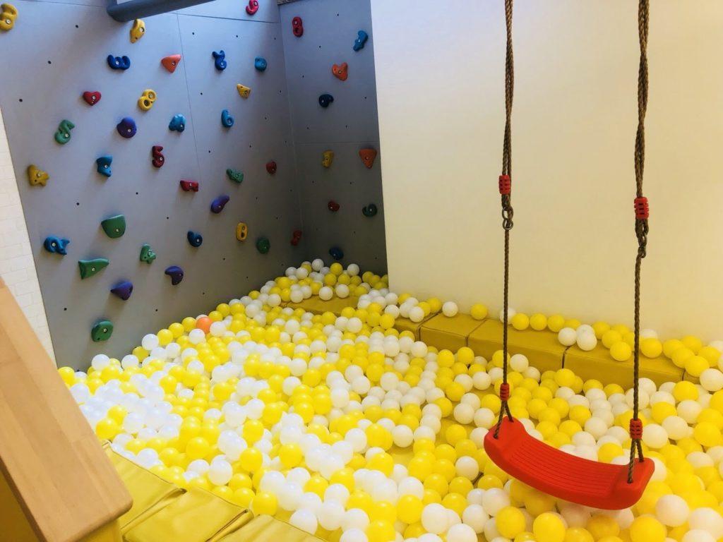 地下のボールプール