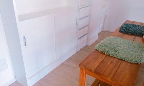 マンションのカウンター下に薄型の収納棚を設置!オガモク家具の評判