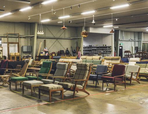 長野県上田市halutaの倉庫内に並んだ北欧家具