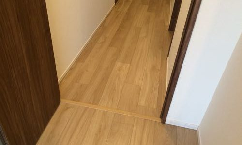 新築で購入したマンションの2年目アフターサービスで壁紙と床を補修