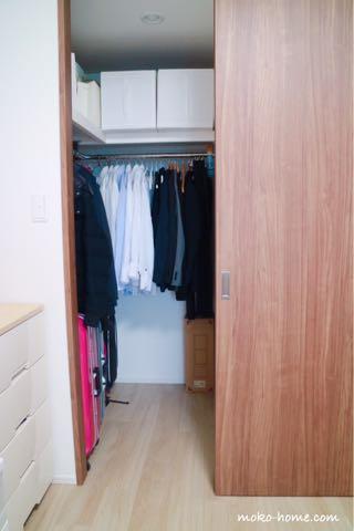 マンションの狭いウォークインクローゼット収納方法・収納例|ブログ