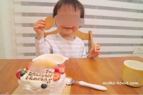 2歳の誕生日ケーキ|ケーキよりビスケットに喜ぶ息子