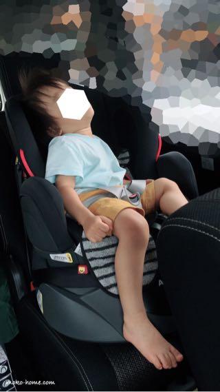 車で寝る2歳児