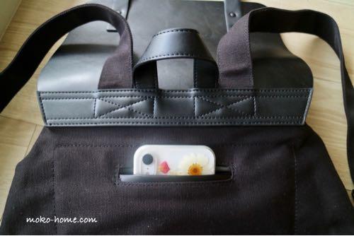 ガストンルーガ「プローペル」の外ポケットにiPhone10Xを収納