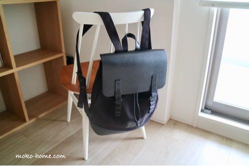 ガストンルーガ「プローペル」を北欧の椅子に掛けた様子