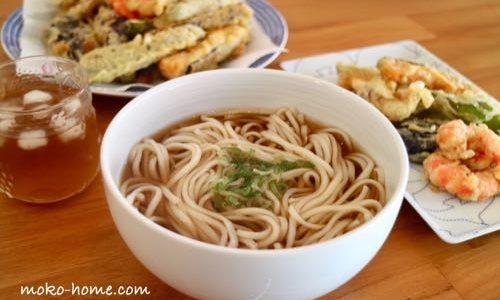 天ぷらを揚げ、名品『さぬきの夢 干しうどん』を無印の白磁丼で食べる