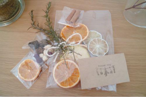 手作りのクレイケーキで使ったオレンジのドライフルーツ