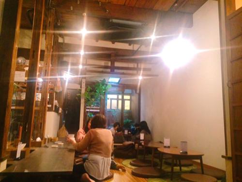 大阪キッズスペースカフェ「baby leaf」でくつろぐ大人