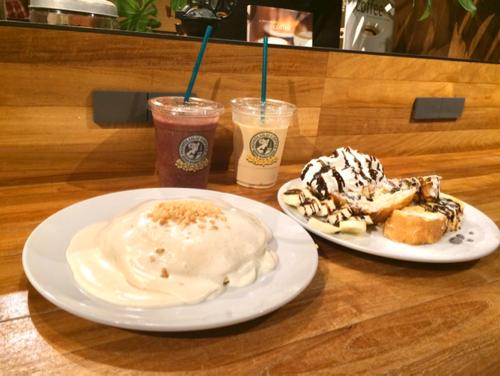 ホノルルコーヒーのパンケーキとアサイースムージー