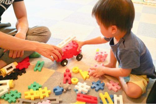 東条湖おもちゃ王国であそぶ親子