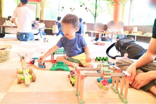 東条湖おもちゃ王国であそぶ2歳の子ども