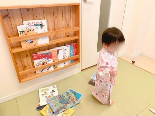 おもちゃ王国ホテルグリーンプラザ東条湖ベビーキッズルームの絵本と子ども