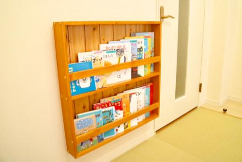 おもちゃ王国ホテルグリーンプラザ東条湖ベビーキッズルーム絵本棚