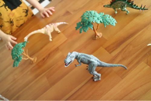 リアルな恐竜フィギュアセット